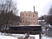 Továrna čelní pohled